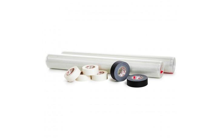 Praktisches Set zur Bodenverlegung im Messebau mit Verlegegitter, Teppich-Verlegeband und mattem Gewebeband.