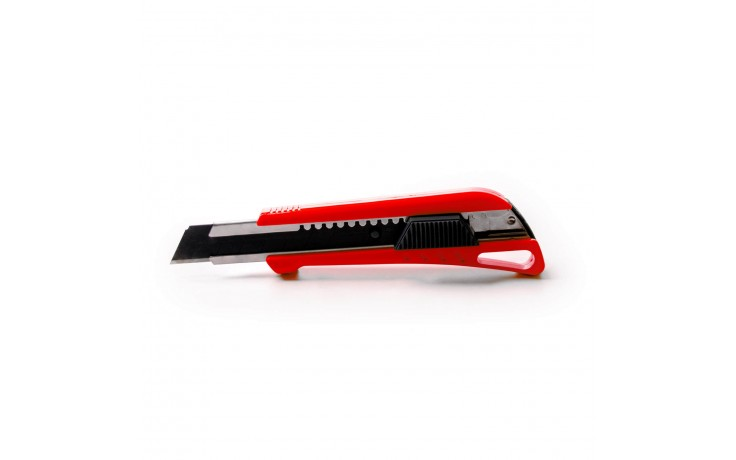Das Alfa Power Cuttermesser eignet sich nicht nur für perfekte Schnitte sondern auch zum Öffnen von Eimern, etc.