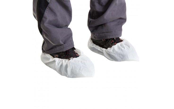 Extrem robuster, weißer Überziehschuh mit praktischem Gummizugband. Leicht überziehbar und universell für alle Schuhgrößen geeignet.